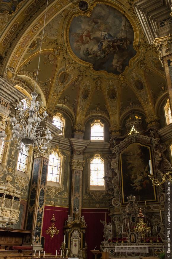 А это внутреннее убранство самого кафедрального собора.