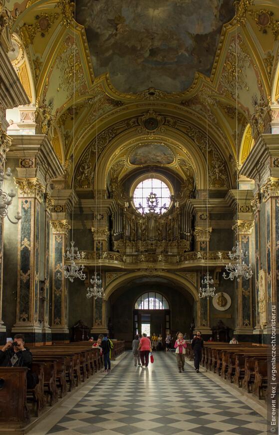 Росписи и скульптуры мастеров раннего барокко Paul Troger, Joseph Schöpf, Dominikus Molling, Michelangelo Unterperger.