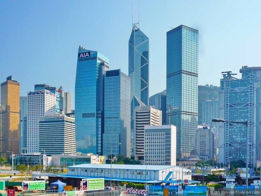 01. Небоскрёбы центрального района, Гонконг очень маленький по территории и его можно легко обойти пешком, если вам повезло с погодой.
