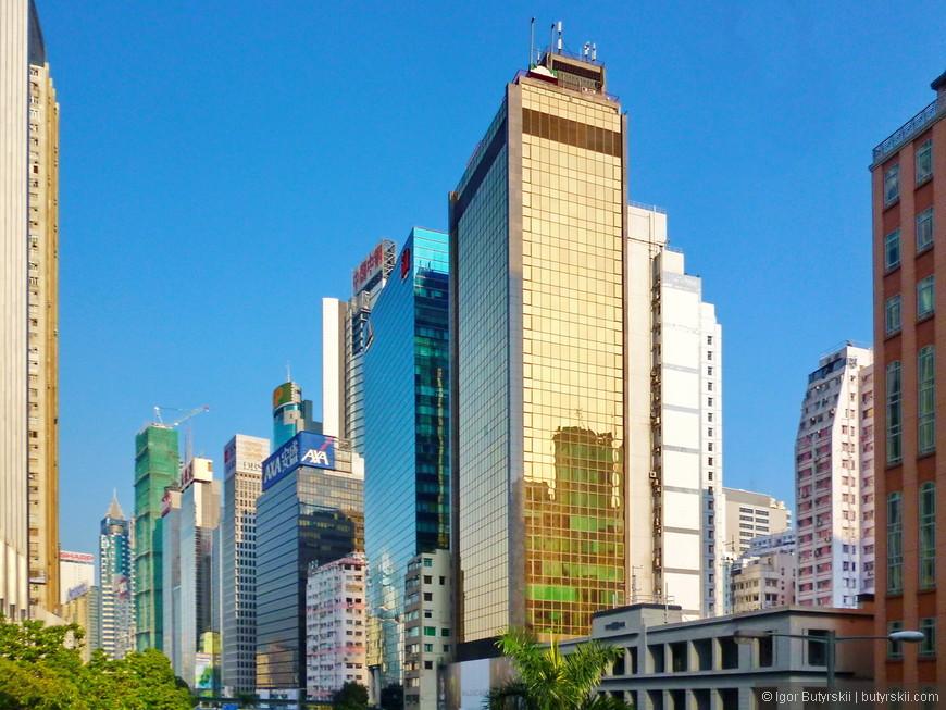 03. Улицы Гонконга могут напомнить Нью-Йорк. Но по количеству небоскрёбов Гонконг далеко впереди любого города мира, будь то Нью-Йорк, Дубай или Токио.