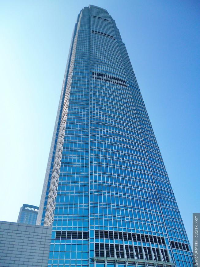 12. Небоскрёб IFC второе по высоте здание в городе и самое высокое на острове.