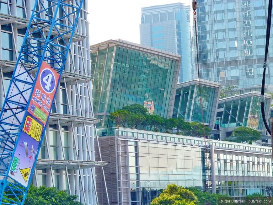 16. Архитектура строений великолепна, наверно, это один из немногих городов в мире, где стеклянные здания отлично смотрятся.