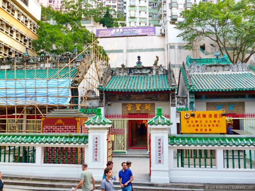28. Очередное туристическое место – храм в который свозят туристов тысячами.