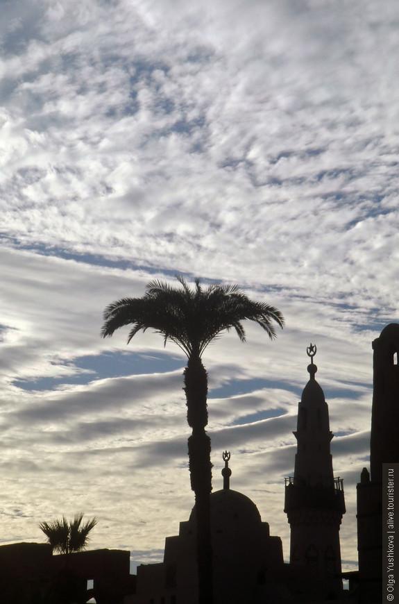 Вид на мечеть на территории Луксорского храма...
