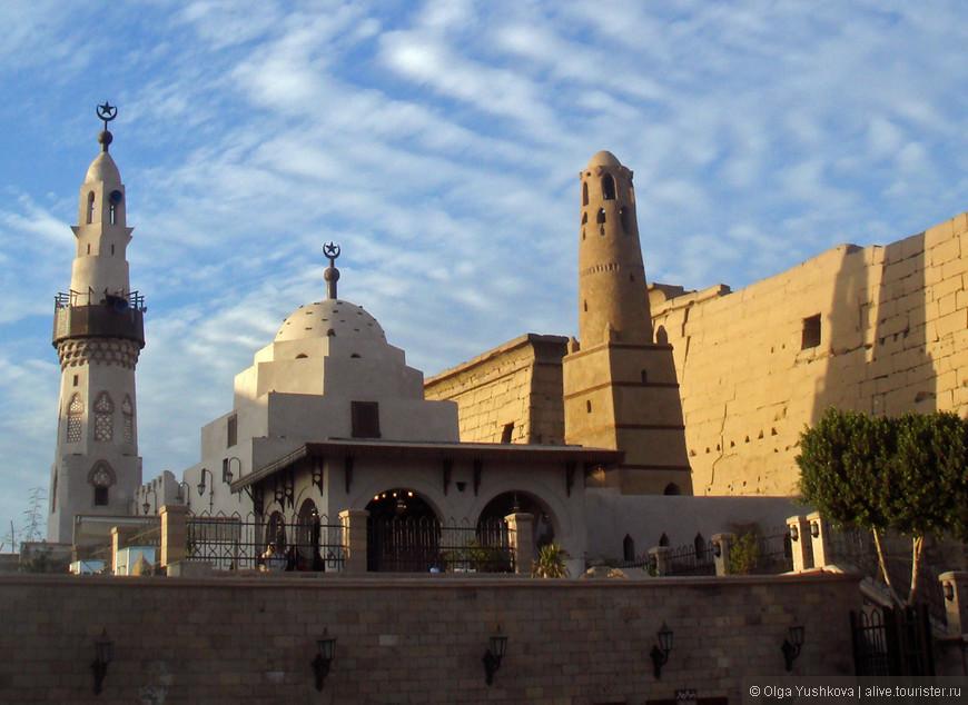 Мечеть Абу-эль-Хаггага на территории Луксорского храма...