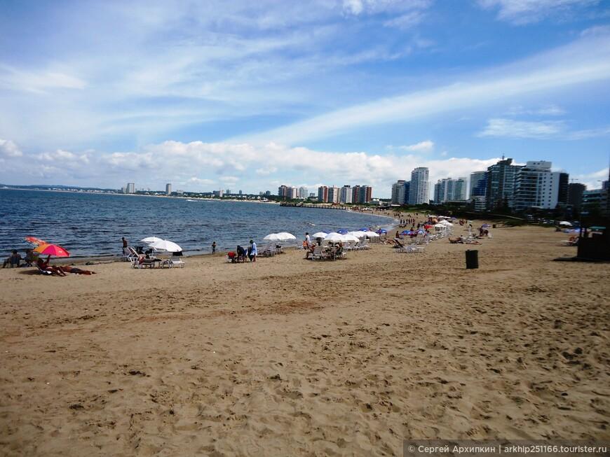 В сезон сюда приезжает более 150 тысяч туристов, в основном из Буэнос-Айреса и Монтевидео