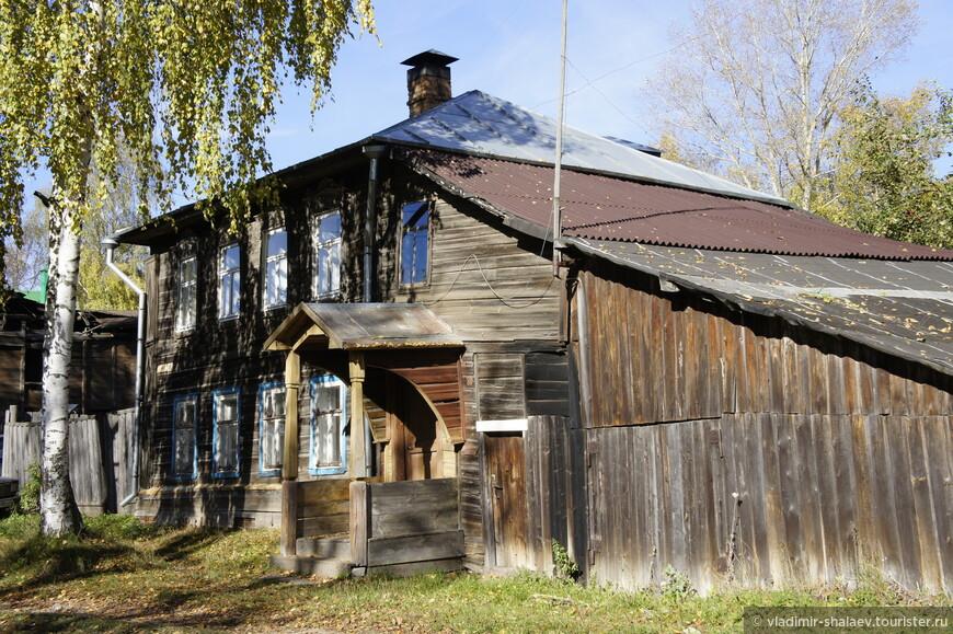 Деревянным домам г. Кимры присущи  такие вот крылечки.
