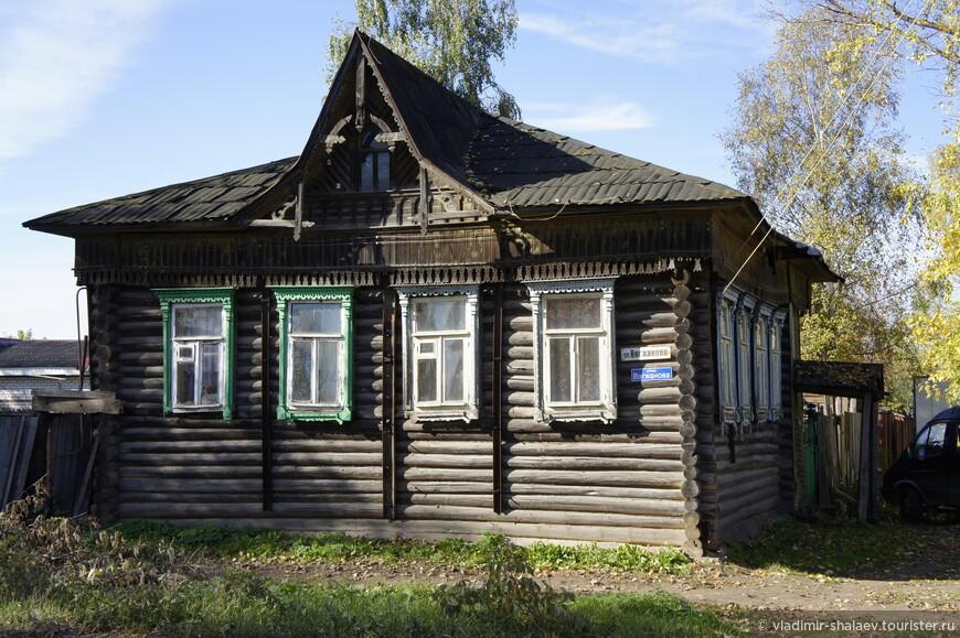 Ещё один дом с необычной крышей.