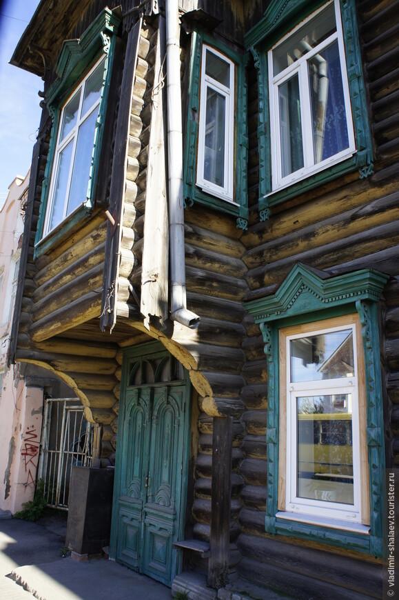 Для многих домов Кимр характерны такие нависающие эркеры.