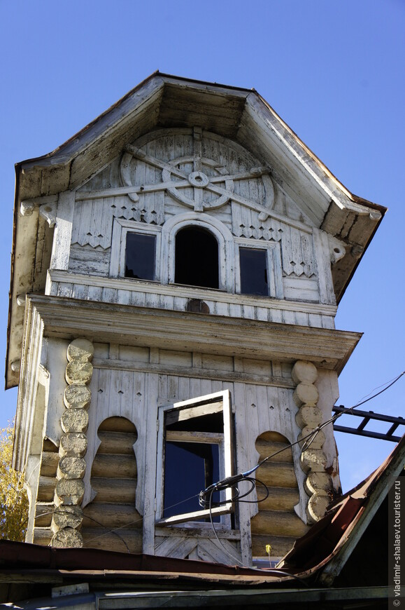Мезонин этого дома.