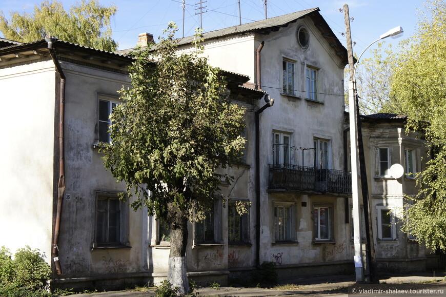 Разноэтажный дом с эркером на улице Володарского.
