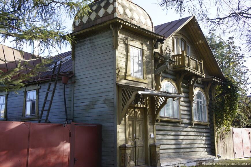 Дом деревянного модерна по ул. Орджоникидзе (1920-е годы).