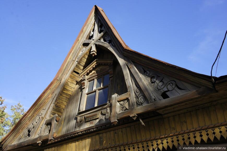 Окно мансарды ещё одного дома по ул. Орджоникидзе.