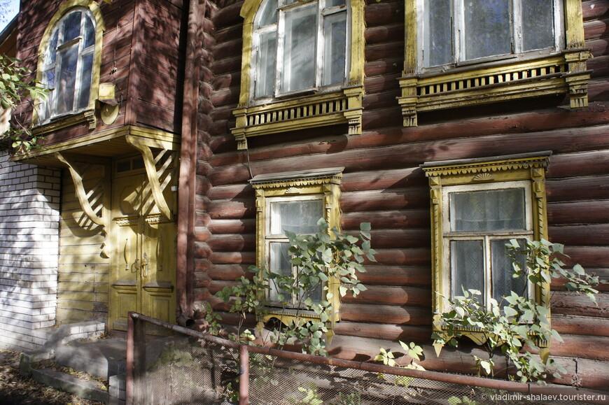 Ещё один дом деревянного модерна.