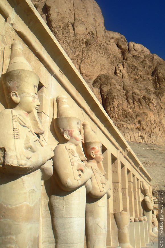 Храм Хатшепсут на западном берегу Нила...