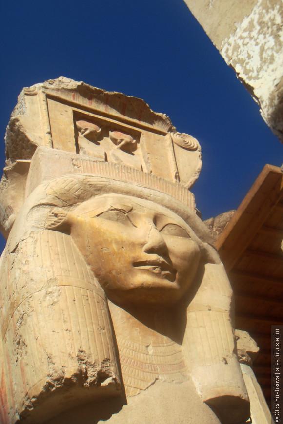 Хатхорические колонны в храме Хатшепсут...