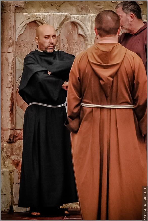 Святой Франциск родился в этом городе в 1181 году и проповедовал по всей Умбрии до своей смерти  в 44 - летнем возрасте.