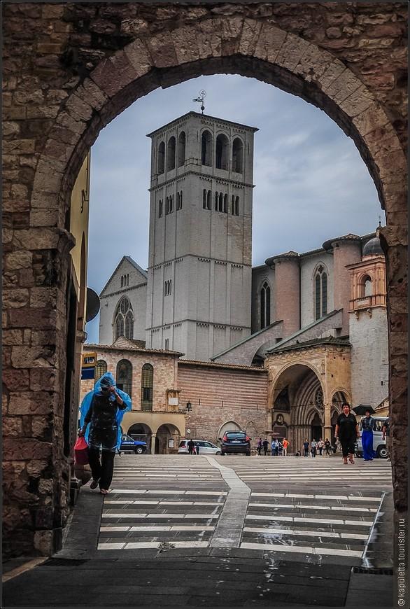 Все достопримечательности Ассизи так или иначе связаны с жизнью и деятельностью святого. Именно здесь Франциск заложил первый монастырь своего ордена.