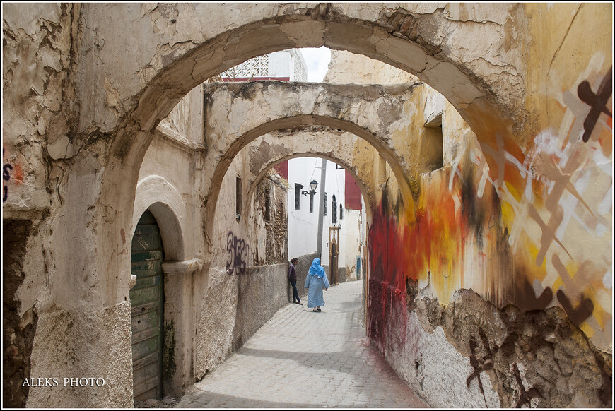 Эти старинные арки похоже повидали немало на своем веку...