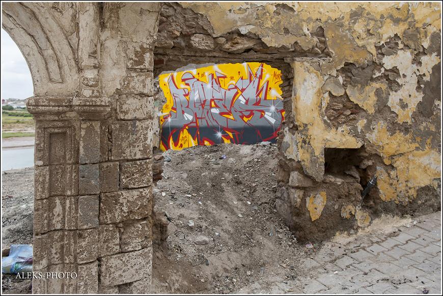Какие-то руины старых домов - такую картину можно часто видеть в Марокко.