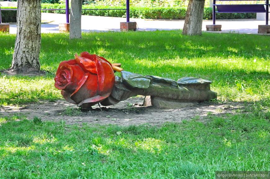 15. Какая интересная лавочка, в центральном парке много таких объектов дизайна.