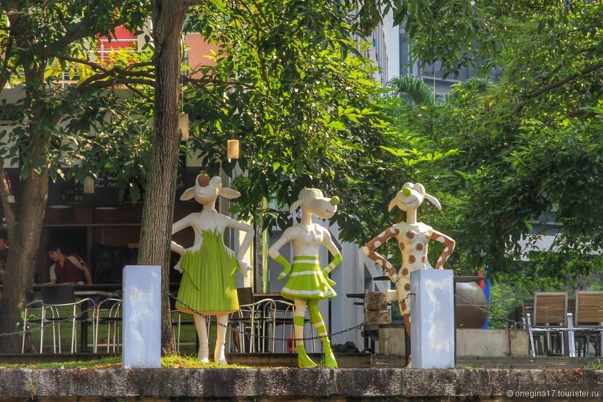 Тоже скульптуры на набережной.