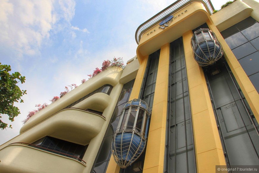 Больше всего в Сингапуре мне понравились панорамные лифты - и вверх летишь, и окрестности созерцаешь...