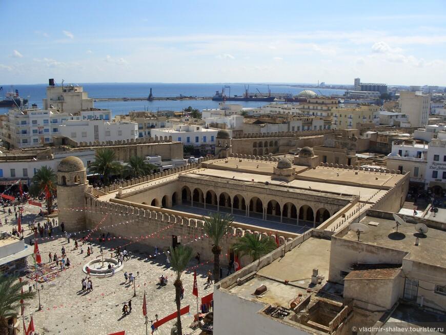 Идти было решено через средневековую арабскую Медину. Медина города Сусс считается одной из самых интересных и крупных медин в Тунисе. Она внесена в список Всемирного наследия ЮНЕСКО