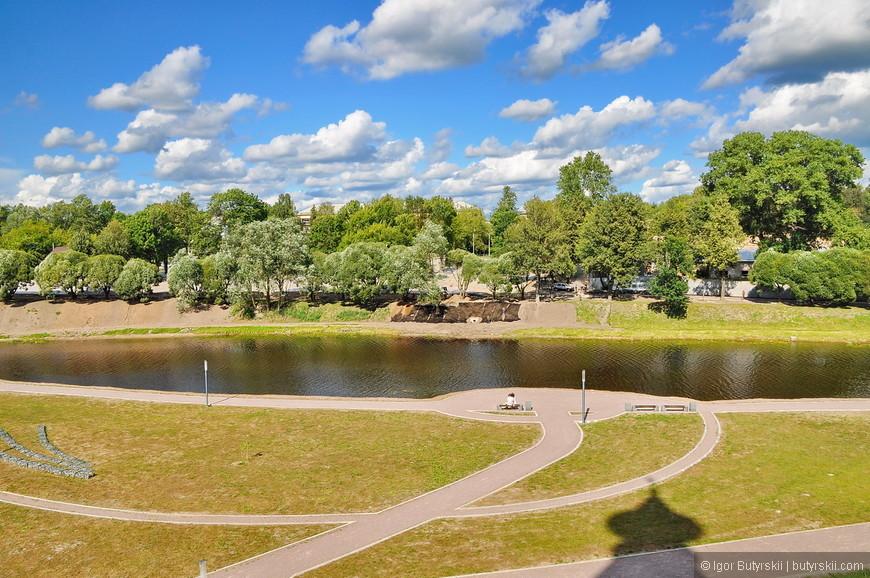 21. Город расположен на реке Великой при слиянии её с рекой Псковой.
