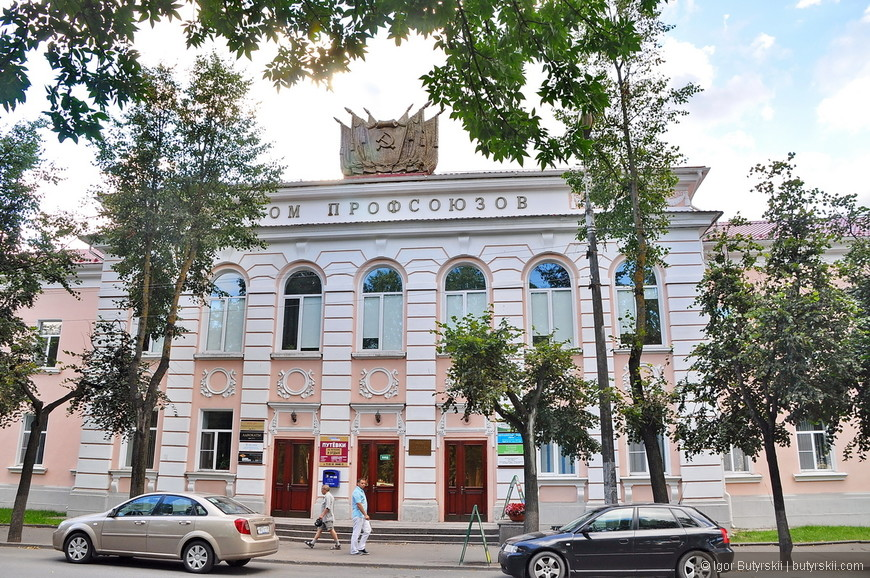 28. Вполне элегантное советское здание, не портит вид, как бывает часто…