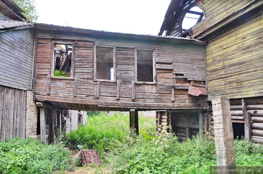 30. В районе Запсковье на улице Гремячая. Есть старые районы где когда-то находились крепостные стены.