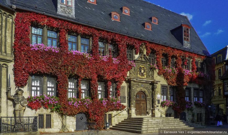 После смерти короля город унаследовала супруга Матильда, открывшая на дворцовой горе женский монастырь. Несколько столетий в Кведлинбурге царил матриархат.