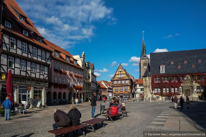 Рыночная площадь с городской ратушей.