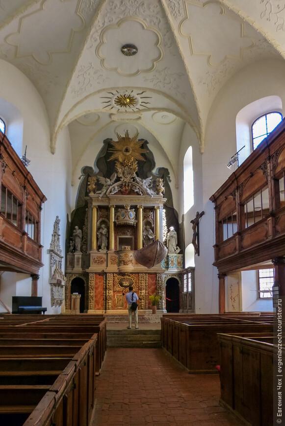 Необычная церковь св. Блазилия, 11 век, еще одна жемчужина ранней романики.