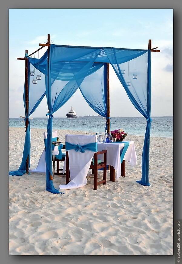 Для свадебного  ужина  на пляже.
