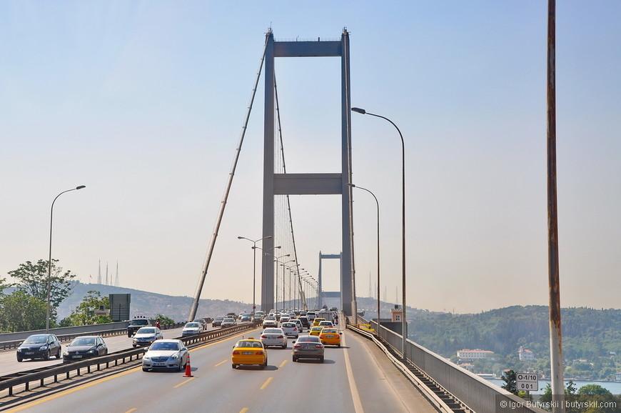 07. Трафик на мосту очень сильный, в часы пик постоянно пробки, необходимо всегда помнить об этом планируя поездку, но есть и плюсы – виды с моста великолепные.