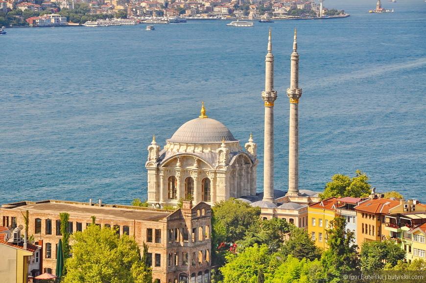 08. Мечеть Ортакёй. Мечеть возведена в стиле османского барокко. Султан Абдул-Меджид I в 1853 году поручил её строительство армянскому архитектору Никогосу Бальяну, который возвел её в кратчайшие сроки.