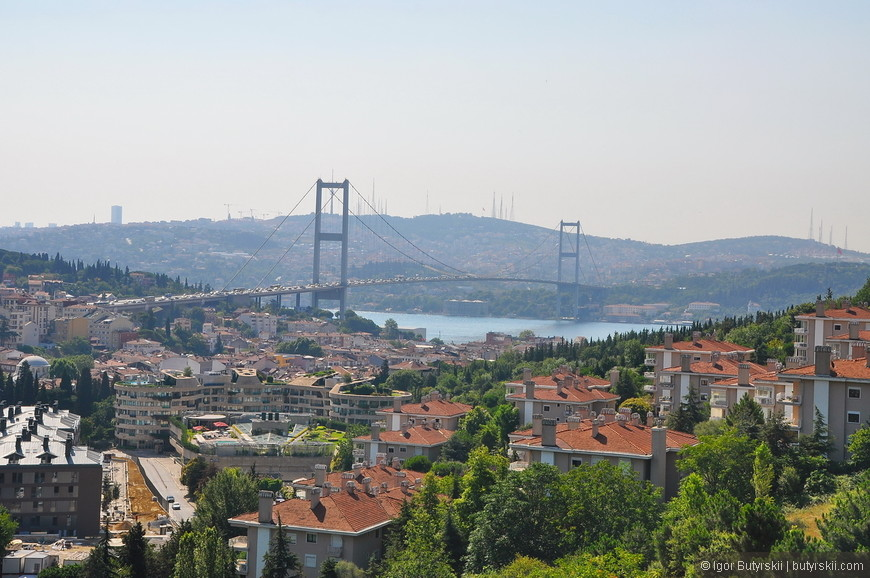11. Вот он один из символов Стамбула – мост через Босфор.
