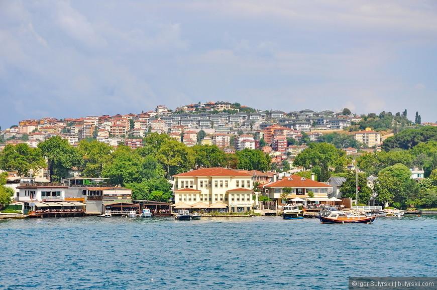 16. У многих владельцев домов на прибрежной части есть свои лодки и яхты. Как же это здорово, просто сесть на свою лодку возле дома и уплыть в Эгейское море, или в Черное, или в Мраморное, или в Средиземное. Можно уплыть в Грецию или на Кипр, да хоть в Анталию – все только зависит от желания. Жизнь – сказка.