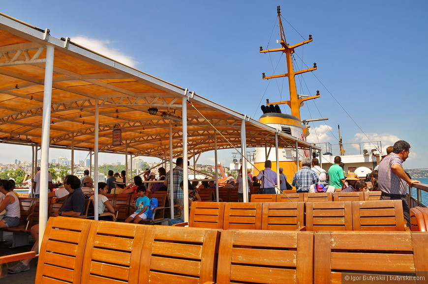 21. Вот так выглядят лавочки на туристическом экскурсионном корабле.