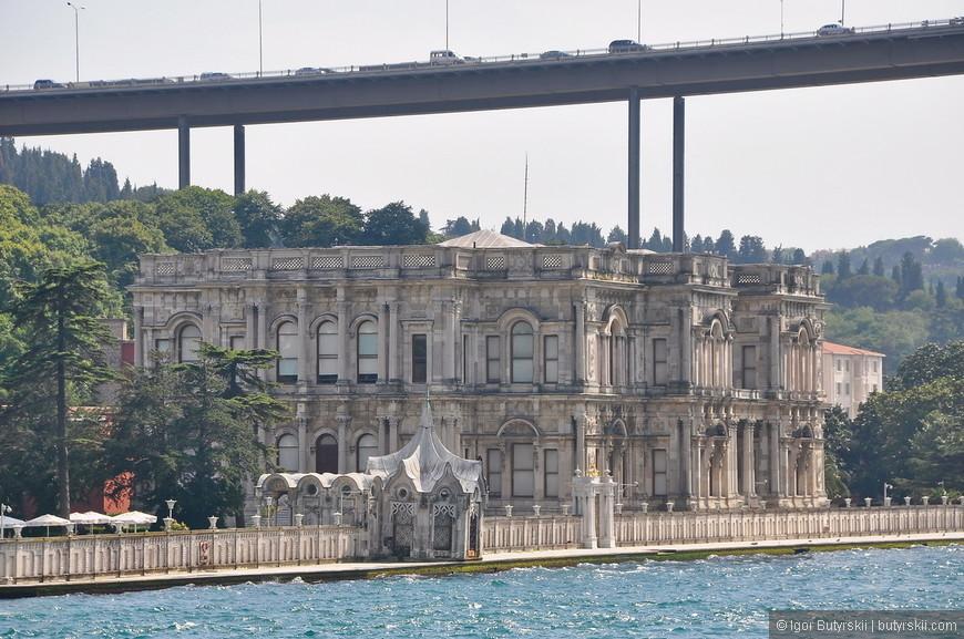 34. Чтобы могли проплыть все судна мост построили очень высоко, грандиозное строительство, еще и потому, что во время стройки судна продолжали плавать.