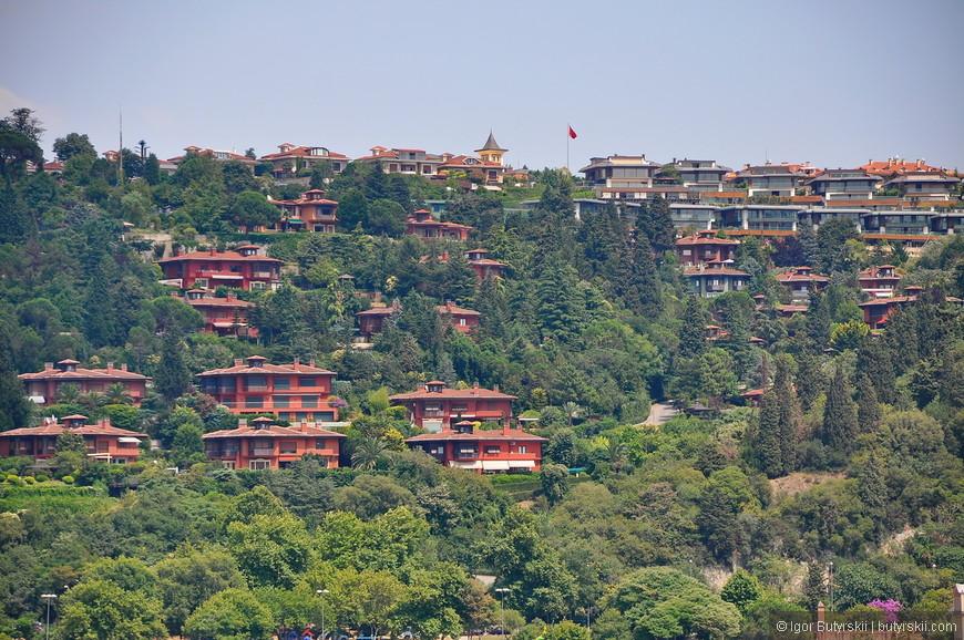 38. Новые жилые районы. Поражает размах строительства в Стамбуле, в городе мало многоэтажек, и территория города просто гигантская.