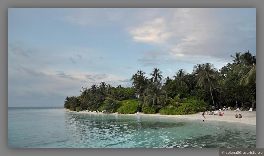 """Пляж со стороны бунгало """"Стандарт""""."""