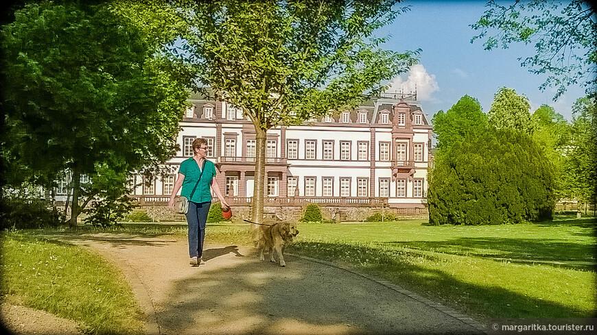 на прогулке в парке дворца Филлипа. Ханау