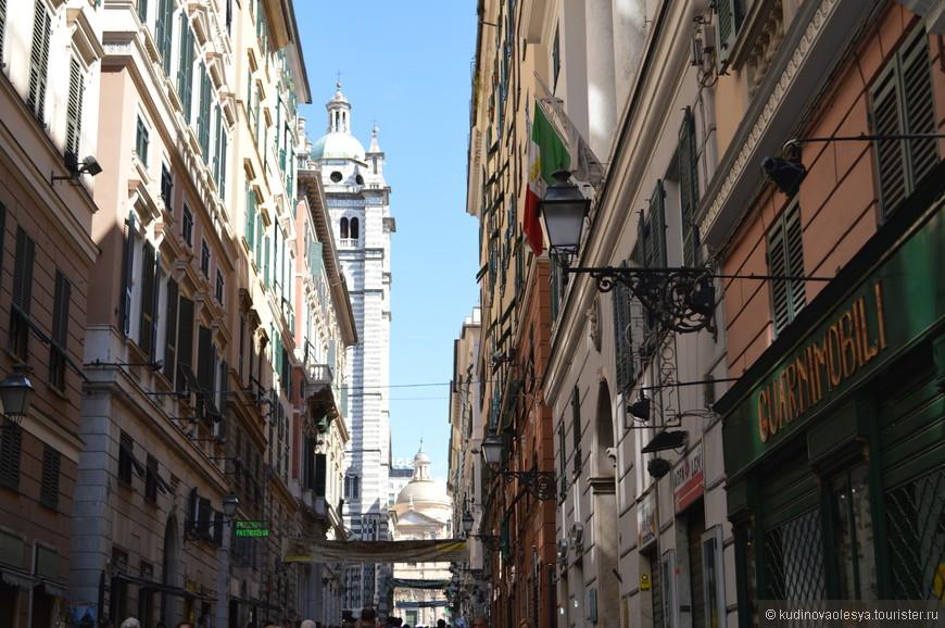 Самая красивая улица Генуи - Гарибальди (бывшая виа Ауреа - Золотая улица) проложенная в 14 веке по проекту архитектора Галеаццо Алесси, ученика Микеланджело.