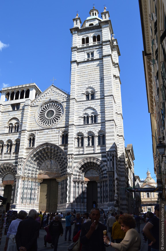 Кафедральный собор Сан Лоренцо (12-14 век) с Капеллой Иоанна Крестителя, где хранятся мощи святого.