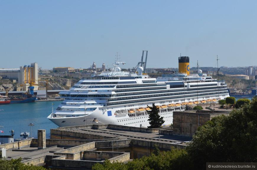 наш красавец лайнер - Costa Favolosa в порту Мальты