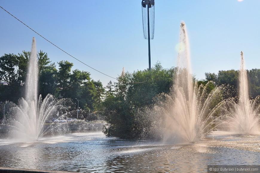 04. Фонтаны бьют струями, везде слышен шум воды, это Липецк.