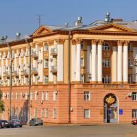08. Встречаются отличные здания советской постройки.