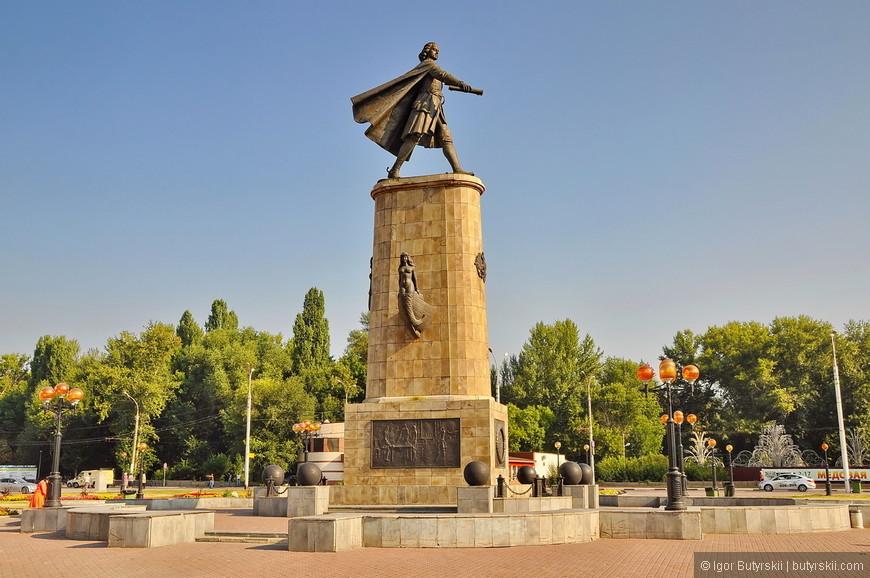 12. Памятник Петру. Очень шикарно сделан.